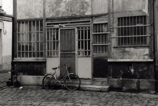 Le vélo dans la cour