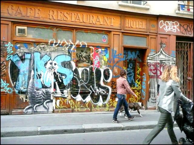 Le vieux Café-Restaurant-Hôtel désaffecté...