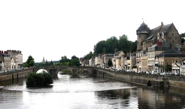Le vieux pont et le château