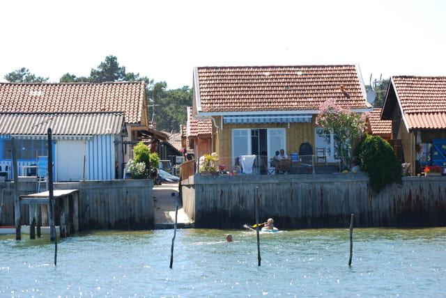 le village au bord du Bassin