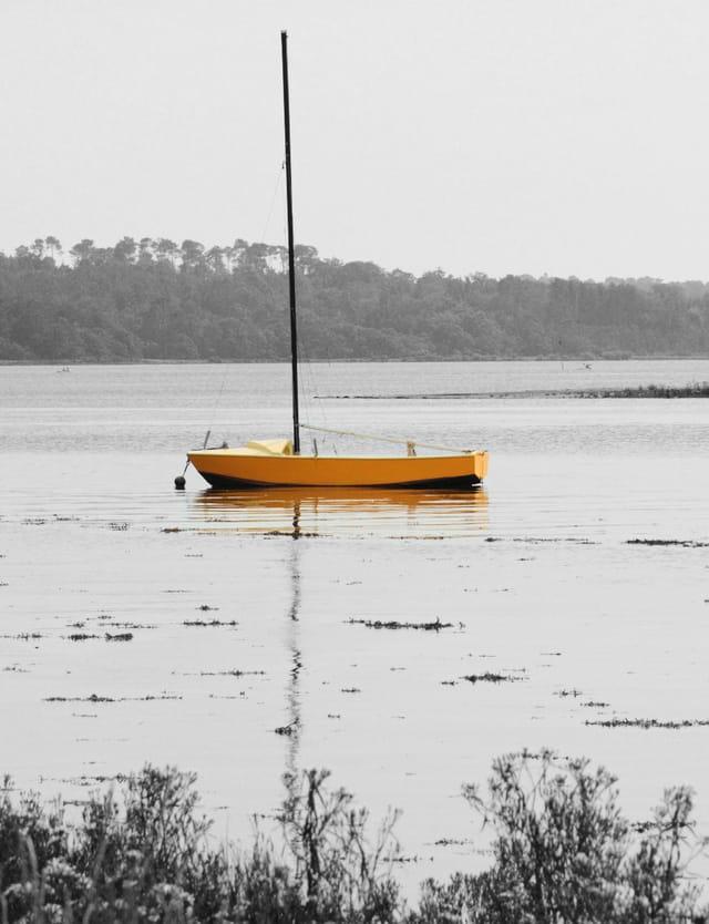Le voilier jaune