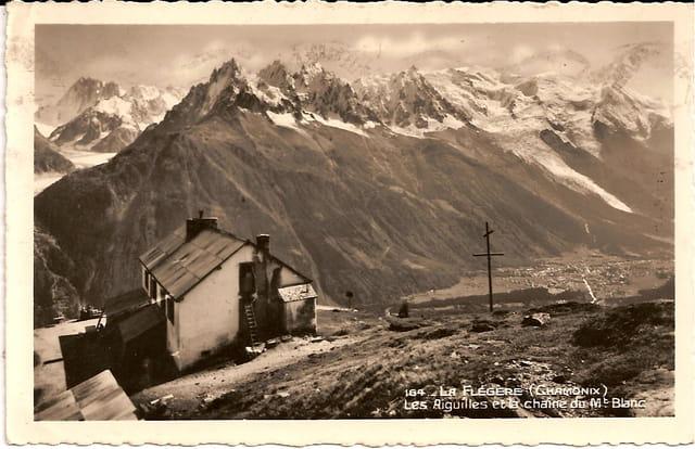 Les Aiguilles et la chaîne du Mont-Blanc
