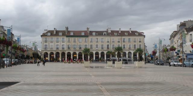 Les arcades de la place du Marché Neuf