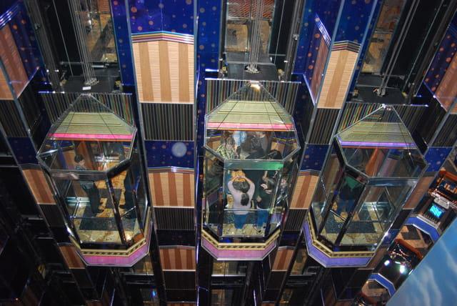 les ascenseurs virtrés du Costa Séréna