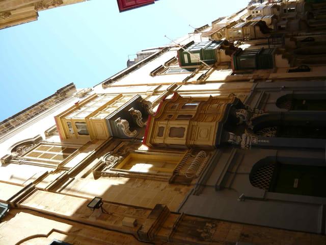 Les balcons typiques de La Valette.