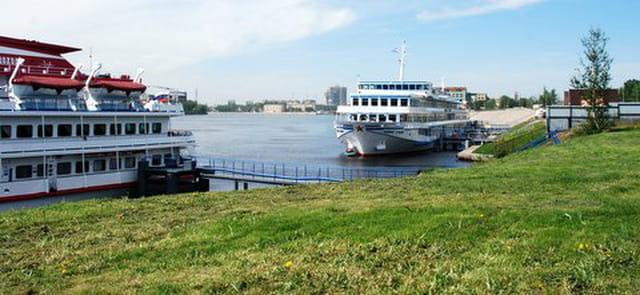 les bateaux sur la Néva