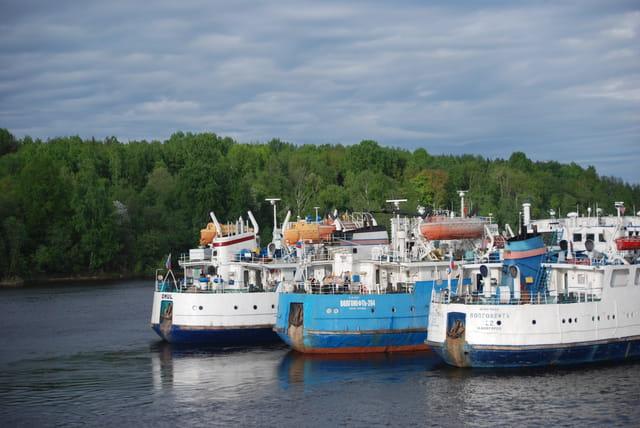 les bateaux sur la Neva
