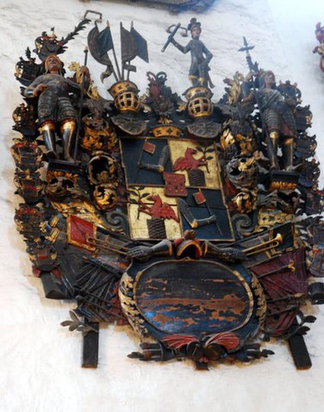 les blasons de la cathédrale Sainte Marie ou église du Dôme