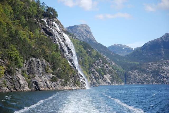 les cascades violentes du mois de juin en Norvège