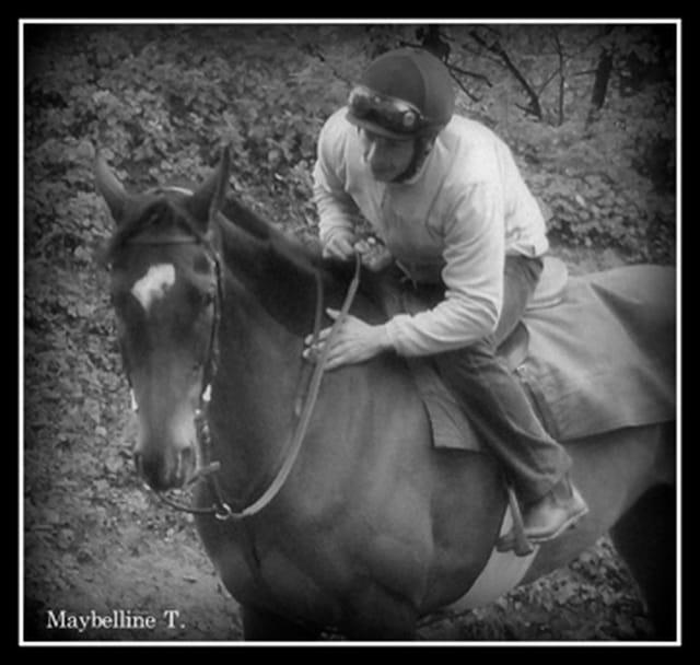 Les cavaliers d'entrainement des chevaux de courses ,le matin...