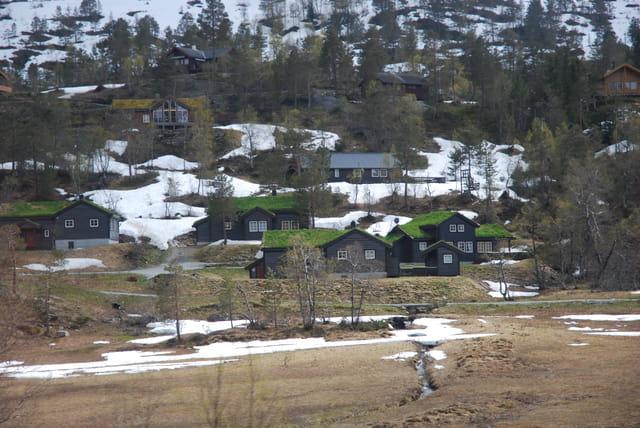 les chalets dans la montagne norvégienne
