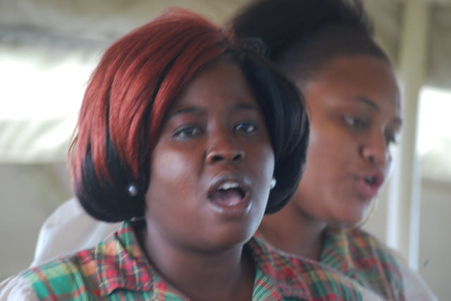 les chanteuses du train de Saint-Kitts-et-Nevis