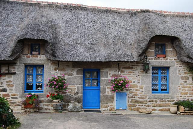 Les chaumi res de kerhasco t par guy le page sur l 39 internaute - Entree bretonne typique ...
