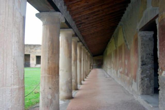 les colonnes de la caserne des gladiateurs