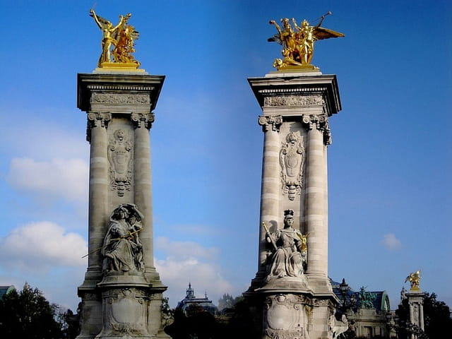 Les colonnes du pont Alexandre III