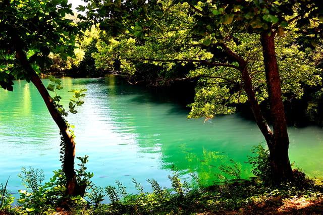 Les eaux bleu-vert de la rivière Krka