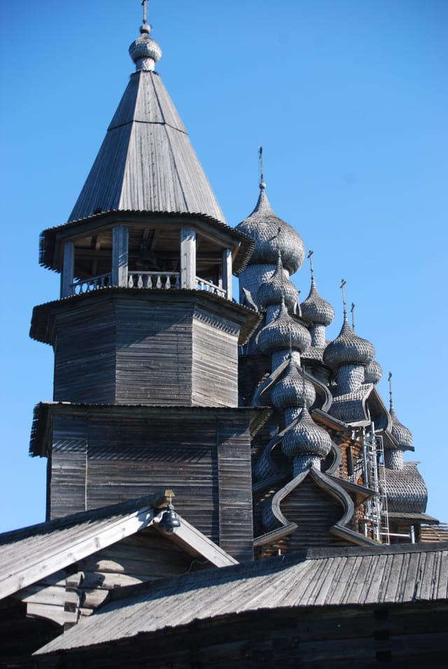 les extraordinaires toitrures des églises orthodoxes de l'île de Kiji