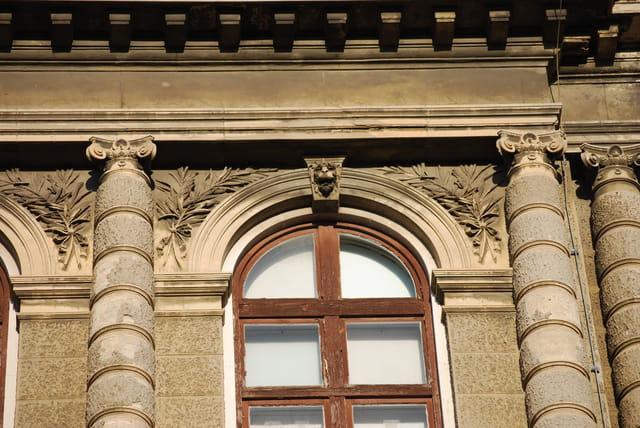 les façades des anciens immeubles