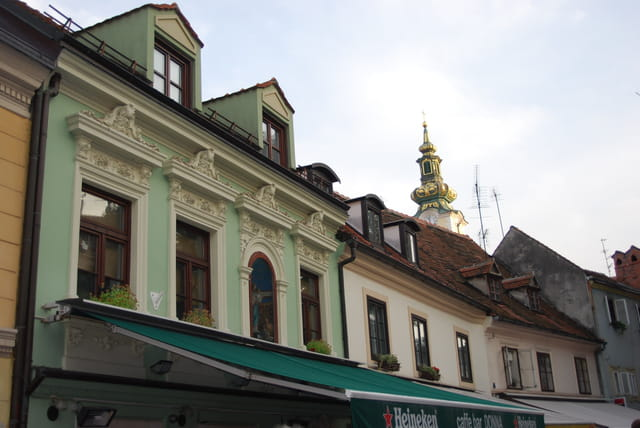 les façades des immeubles de la rue des cordonniers