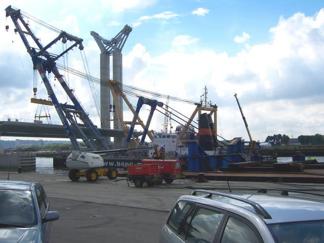 Les grues sur barges