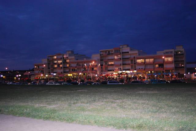 les immeubles du front de mer à Biscarrosse