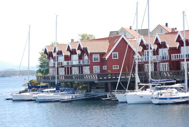 les immeubles face au port