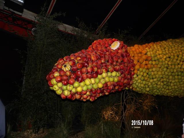 Les journées d'octobre - le dinosaure rouge et vert