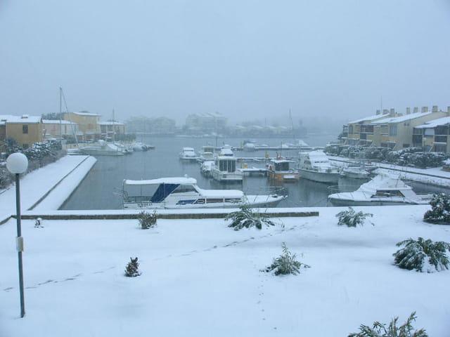 Les marinas de Saint-Cyprien sous la neige