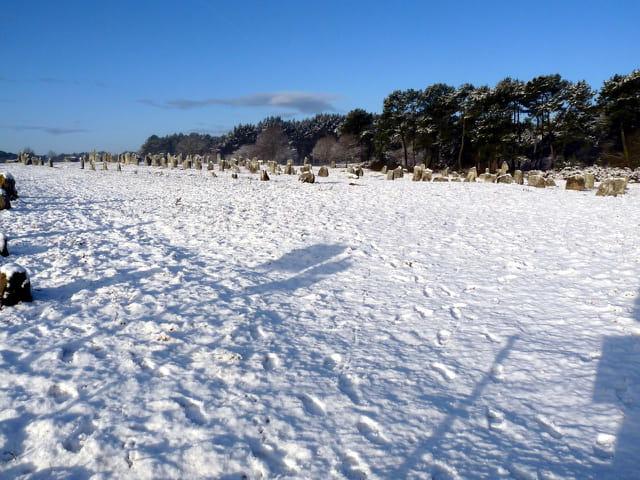 Les menhirs sous la neige