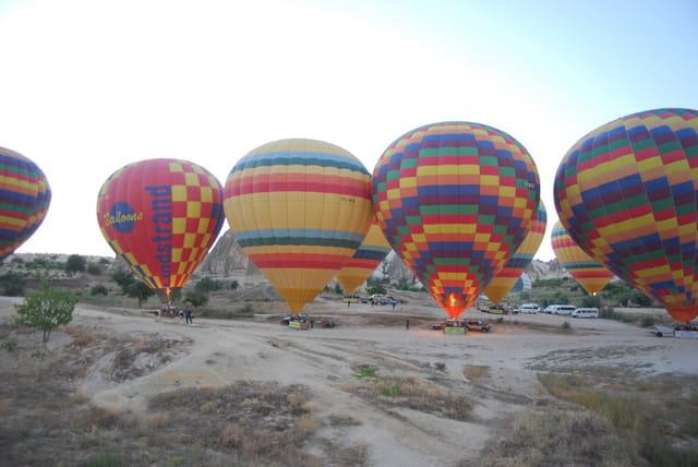 Les montgolfières prêtes au décollage