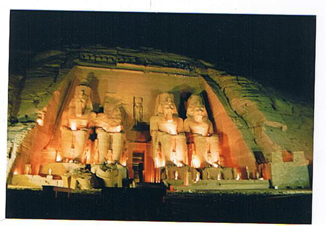 Les pharaons dans la nuit