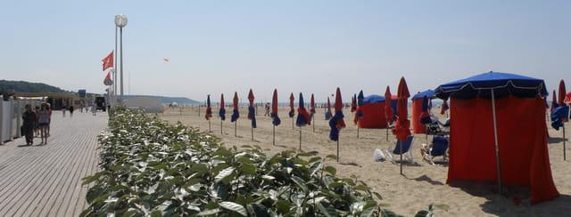 Les planches et la plage de Deauville