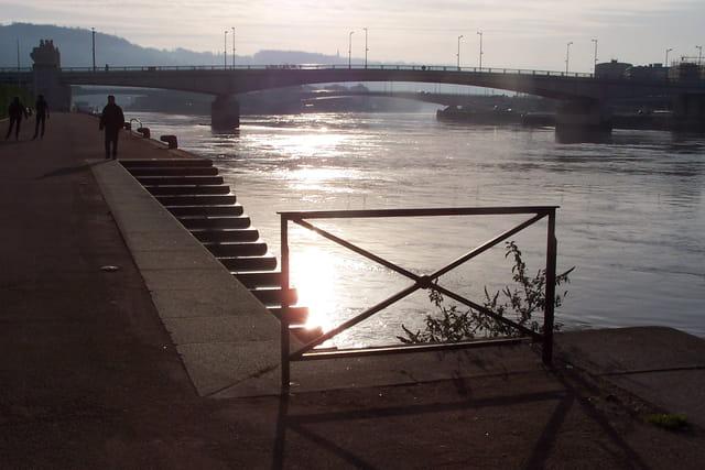 Les ponts à contre jour