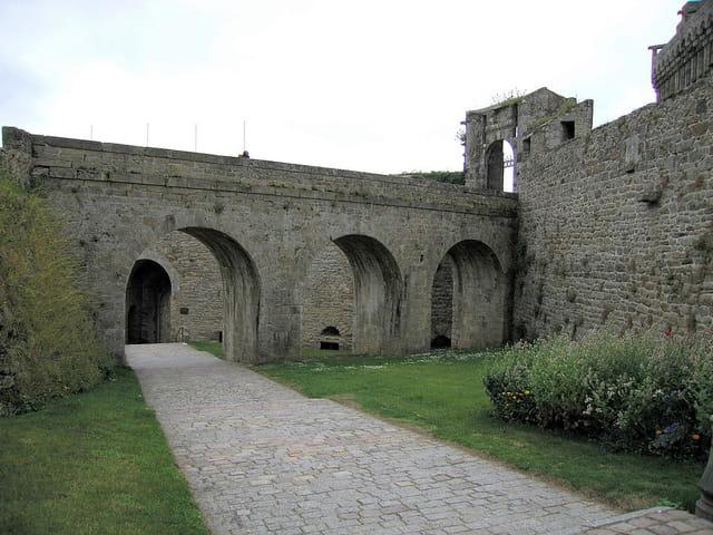 Les Remparts (2)