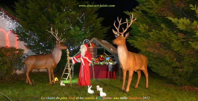 Les rennes et le père Noël à la ferme aux mille lumières
