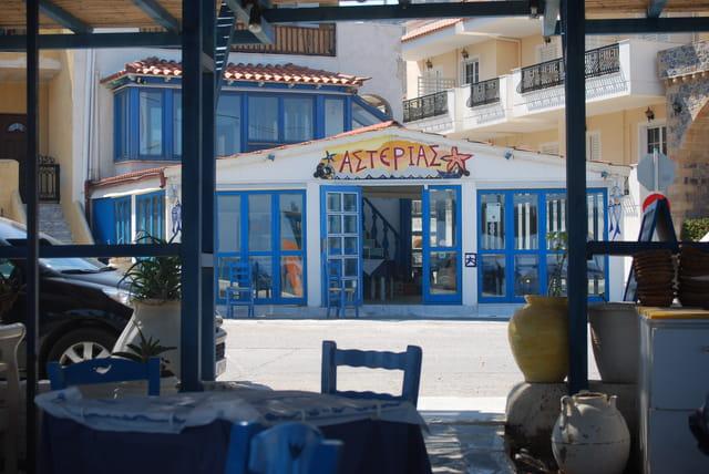 les restaurants de la ville moderne de Monvassia