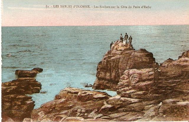 Les rochers sur la côte du puits d\'Enfer