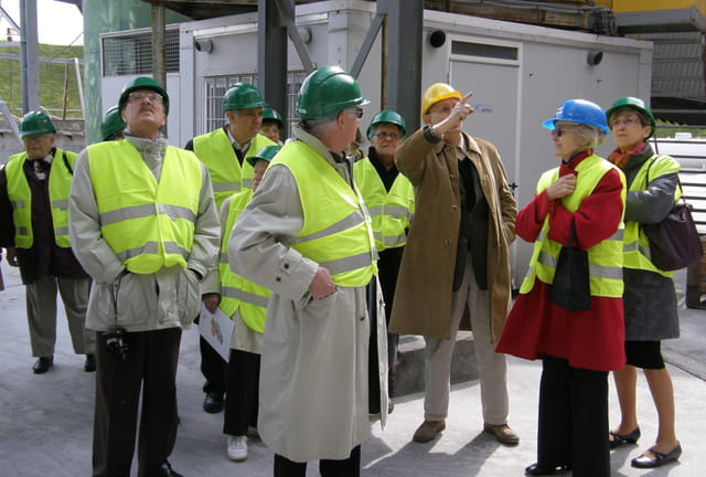 Les seniors du Pecq en visite au SITRU de Carrières-sur-Seine