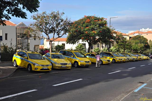 Les Taxis jaunes et bleus