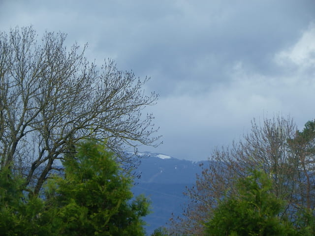 Les Vosges encore sous la neige et sous les nuages