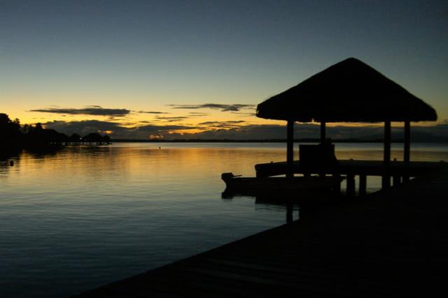 Levé de soleil sur le lagon