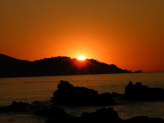 Lever de soleil rouge
