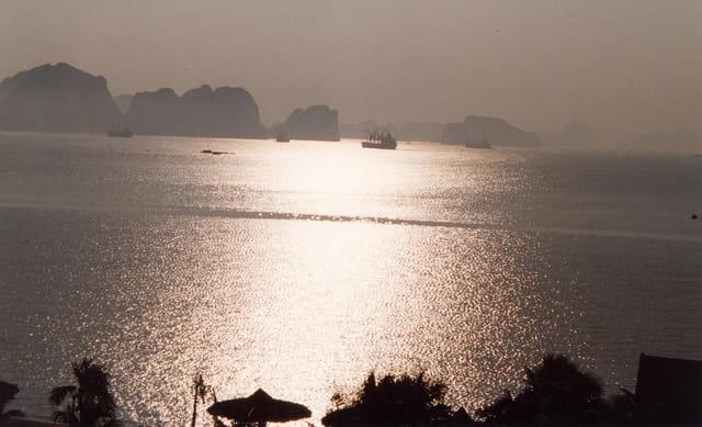 Lever de soleil sur halong