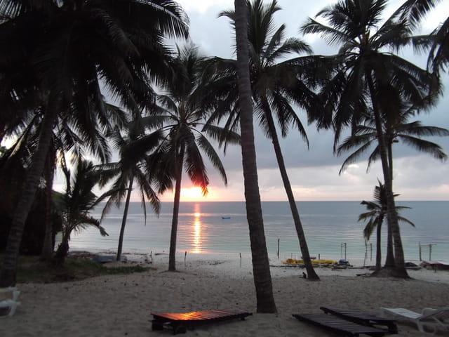 LEVER DE SOLEIL SUR L'OCEAN INDIEN