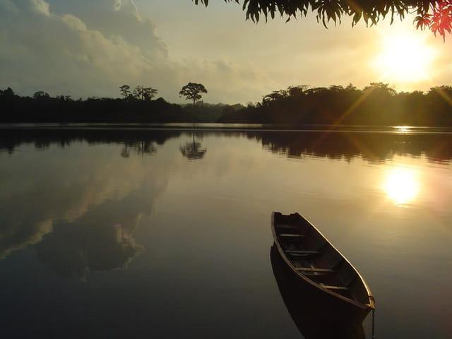 Lever de soleil sur le fleuve mana
