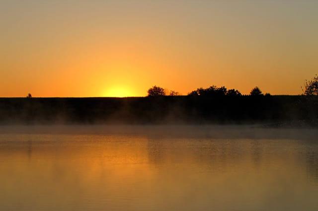 Lever de soleil sur le lac d'Ayguelongue