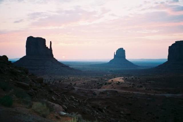 Lever du soleil à Monument Valley