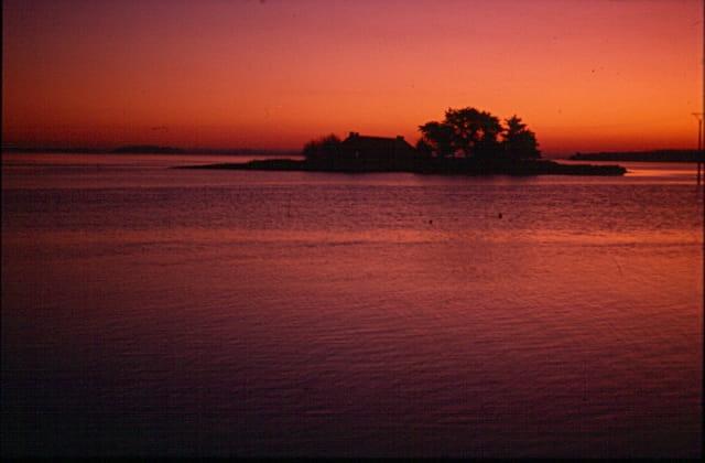 Libre comme la mer autour des sombres îles (de Vigny)