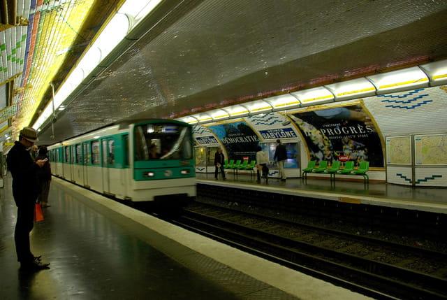 Ligne 10, Station Sèvres-Babylone