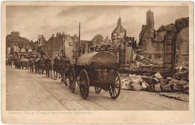 Lille - Une colonne Allemande - Ruines 1914